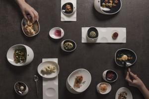 Ar maistas tikrai skanesnis iš baltų apvalių lėkščių?